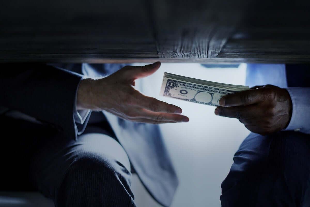 En korrupt person värderar ofta pengar högre än lycka
