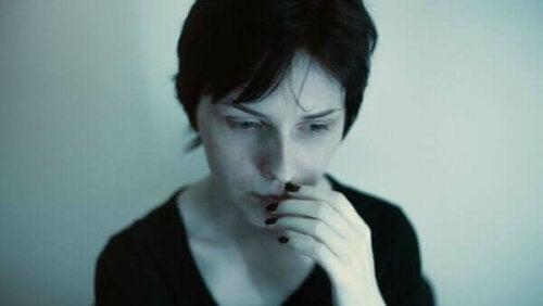 En utmattad kvinna