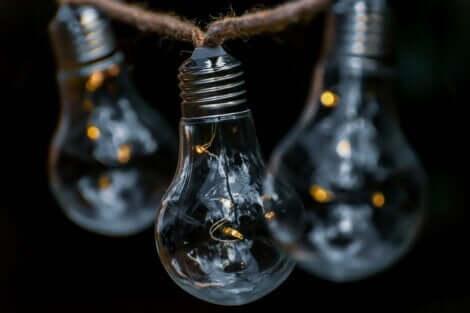 Tre slockna glödlampor