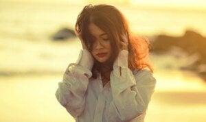 Känslomässig ambivalens: då kärlek och hat samexisterar
