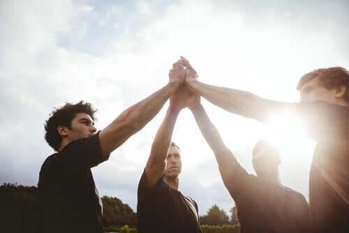 Lagsport och personlig utveckling: hur är de sammankopplade?