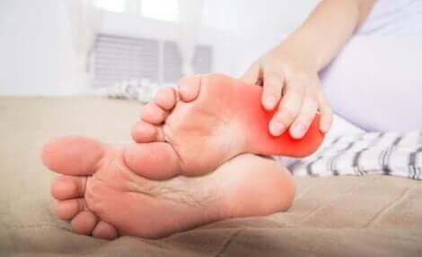 Det är viktigt att få rätt diagnos för brännande fötter