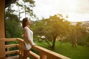 De psykologiska fördelarna med att bo på landsbygden