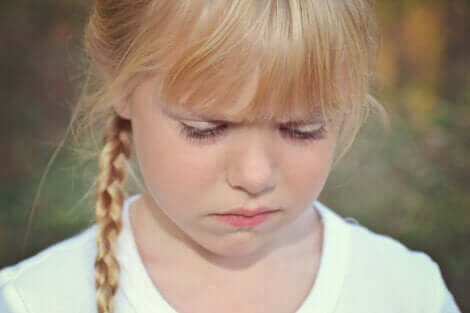 En arg liten flicka