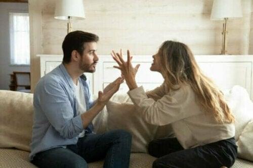 Hur man bryter cykeln av negativa interaktioner i förhållanden