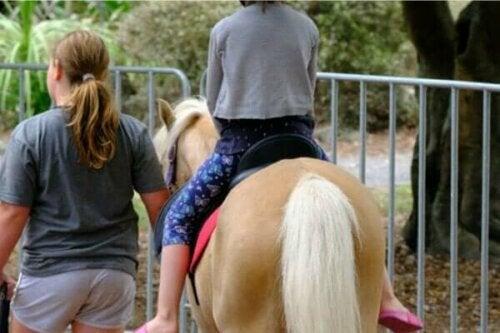 Hästunderstödd terapi: fördelar, användning och varianter