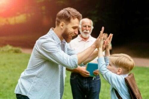 En man som firar ett barn