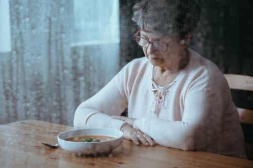 Ålderdom kan vara en orsak till att man tappar aptiten