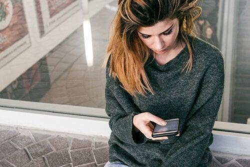 Erfarenhetsundvikande och överdriven smarttelefonanvändning