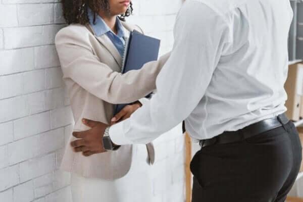 Vad kan man göra åt sexuella trakasserier på arbetsplatsen?