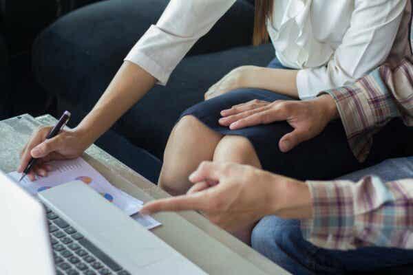 Lagen ser idag allvarligt på sexuella trakasserier på arbetsplatsen