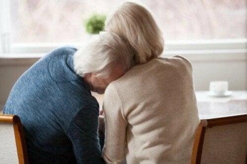 Hjälpsamma strategier för att hantera ett familjetrauma