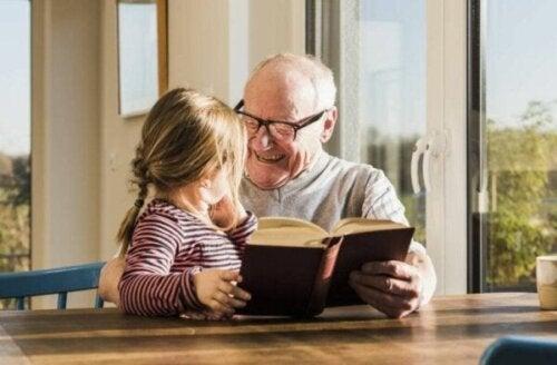 Mor- och farföräldrar bidrar till att utveckla sina barnbarns färdigheter